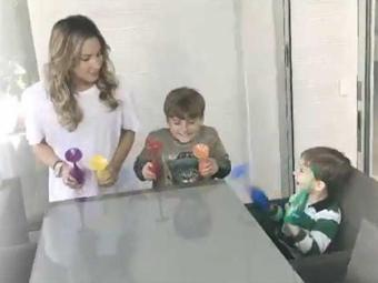 Claudia, Davi e Rafael batucam com copos coloridos - Foto: Reprodução | Instagram