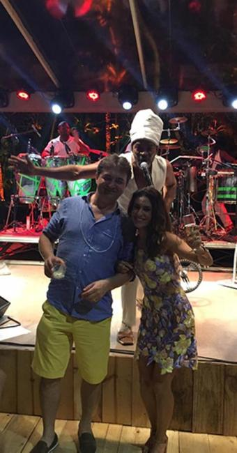 Ela, ao lado do seu marido e dono da Friboi,Joesley Batista e Carlinhos Brown - Foto: Reprodução   Instagram