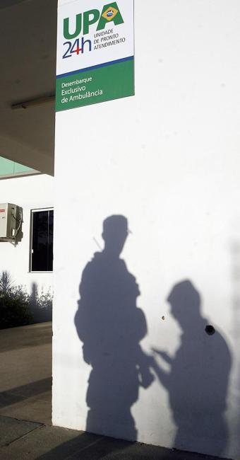 Disparos de arma de fogo deixaram marcas na parede - Foto: Luiz Tito l Ag. A TARDE