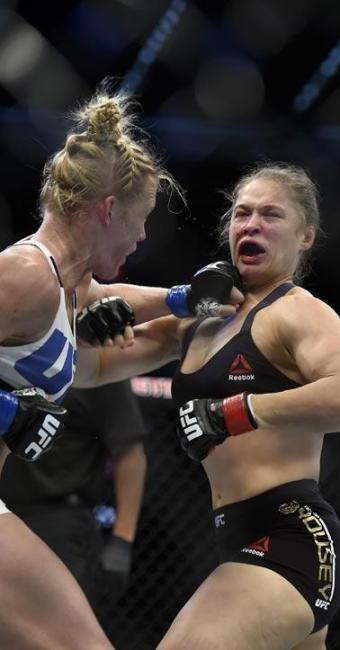 Ronda perdeu no segundo round para Holm, em Melbourne - Foto: AP Photo | Andy Brownbill