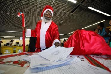 Papai Noel dos Correios no ano passado - Foto: Raul Spinassé l Ag. A TARDE