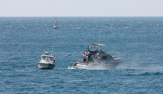 Embarcações da Marinha do Brasil fizeram inspeção no local da queda do avião - Foto: Fernando Amorim l Ag. A TARDE