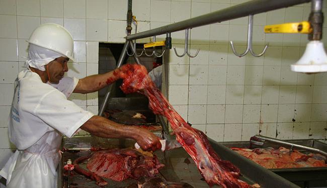 As vagas estão distribuídas em 17 cargos, dentre as quais auxiliar de açougueiro - Foto: José Silva | Ag. A TARDE