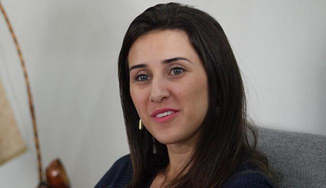 Alessandra diz que a estratégia inicial é atrair clientes dos planos pré-pagos - Foto: Raul Spinassé l Ag. A TARDE