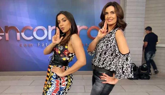 Fátima acompanhou a coreografia da música de Anitta junto com as dançarinas - Foto: Reprodução | Carolina Morgado | Gshow