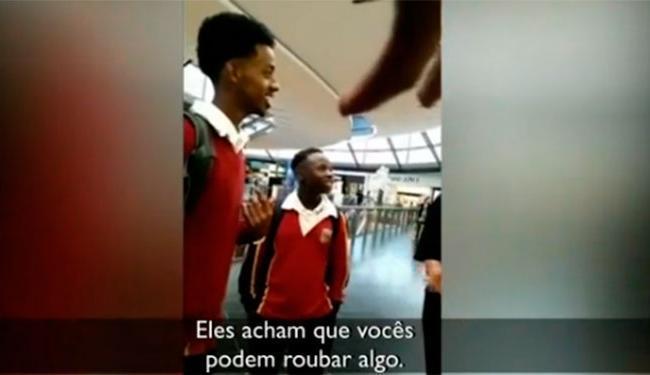 As imagens do momento da expulsão foram vistas 62 mil vezes no Facebook - Foto: Reprodução | BBC Brasil