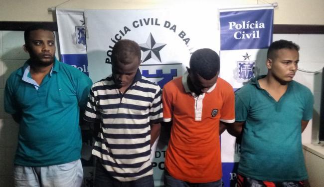 Quatro homens foram presos por policiais militares, com armas e munição, quando tentavam fugir - Foto: Reprodução