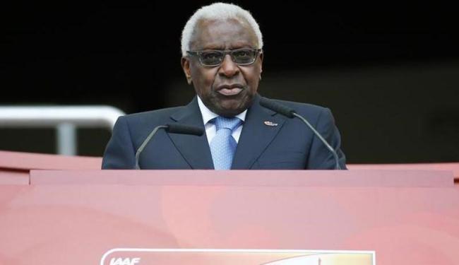 Diack deixou a presidência da IAAF em agosto, após 16 anos no comando do atletismo mundial - Foto: Damir Sagolj | Agência Reuters