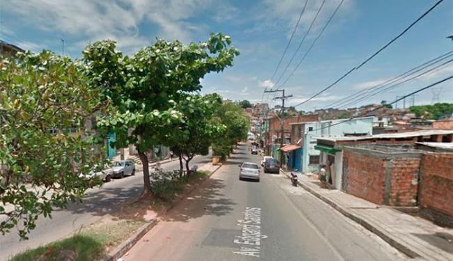 A avenida Edgar Santos, a mais movimentada do bairro, ficou vazia durante a tarde de hoje - Foto: Reprodução | Street View