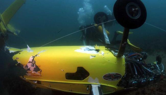 Aeronave foi encontradas a 11 metros de profundidade e a 550 metros da praia - Foto: Lúcio Távora | Ag. A TARDE