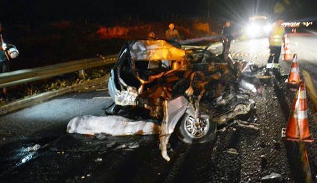 O carro ficou completamente destruído após o acidente - Foto: Reprodução | Blog do Anderson