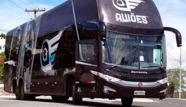 Ninguém estava no ônibus no momento da ação criminosa - Foto: Divulgação