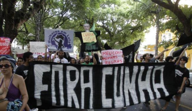 Manifestantes pediram a saída de Eduardo Cunha da presidência da Câmara dos Deputados - Foto: Lúcio Távora | Ag. A TARDE