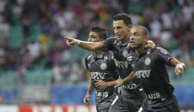 Jogadores comemoram o segundo gol, que não foi suficiente para dar o triunfo - Foto: Margarida Neide   Ag. A TARDE