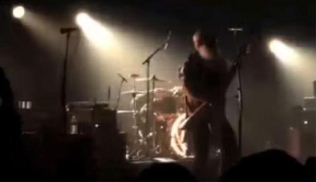 Banda Eagles of Death Metal tocava no palco quando ataque começou - Foto: Reprodução | Youtube