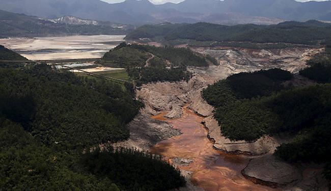 A barragem de Germano opera com baixa segurança - Foto: Ricardo Moraes l Reuters
