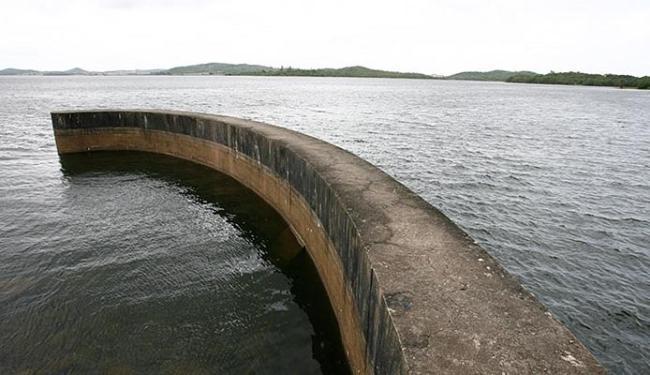 A barragem Joanes II, da Embasa, pertence ao Sistema Integrado Salvador-Lauro de Freitas, - Foto: Marco Aurélio Martins l Ag. A TARDE l 22.01.2015