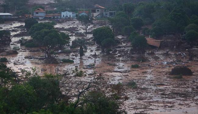 O abastecimento de água em Colatina, cidade que foi atingida pelo mar de lama, foi suspenso - Foto: Hugo Cordeiro /Agência Nitro/ESTADÃO