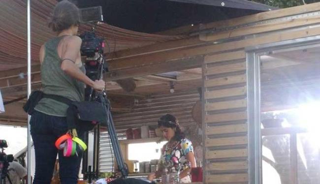 Essa é a segunda vez na semana que Bela grava no local - Foto: Surenã Dias | Ag. A TARDE