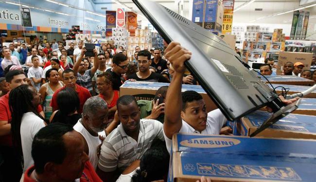 Em buscas de clientes na Black Friday, shoppings alteram horário de funcionamento - Foto: Raul Spinassé | Ag. A TARDE