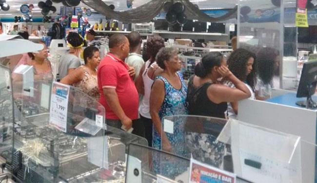 Mesmo conferindo promoções, consumidores estão desanimados com descontos - Foto: Edilson Lima | Ag. A TARDE