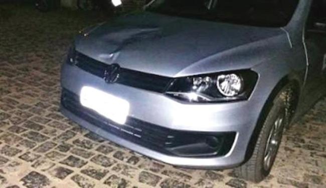 A parte frontal do veículo ficou amassada após atingir o menino - Foto: Reprodução | Sitie Ipiaú Notícias