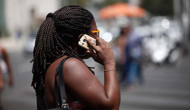 As operadoras têm desconectado chips que não têm sido usados - Foto: Raul Spinassé   Ag. A TARDE   28.08.2015
