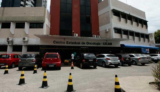 Pacientes são cadastrados e recebem a medicação nas unidades de oncologia da Bahia - Foto: Mila Cordeiro   Ag. A TARDE