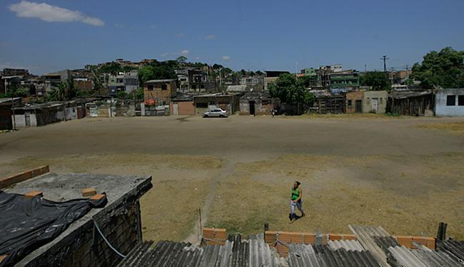 Local onde moram 230 famílias passará por obras de infraestrutura, construção de moradias e outras - Foto: Raul Spinassé l Ag. A TARDE