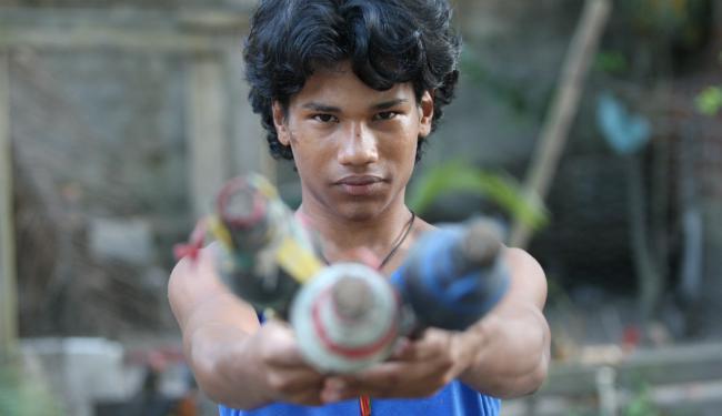 Jonas Laborda,17, criou um circo no quintal de casa e acabou virando filme - Foto: Adilton Venegeroles | Ag. A TARDE