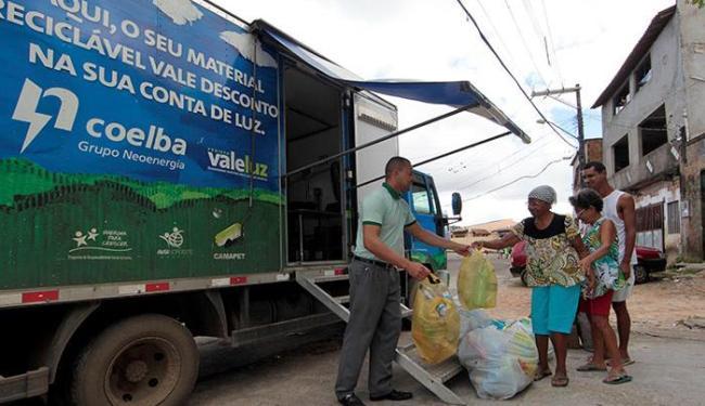 Os caminhões ficarão estacionados e pesarão os materiais levados pelos moradores - Foto: Eduardo Martins | Ag. A TARDE