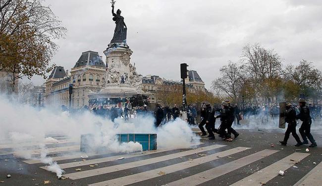 A polícia de choque impediu que a marcha acontecesse - Foto: Reuters | 29.11.2015