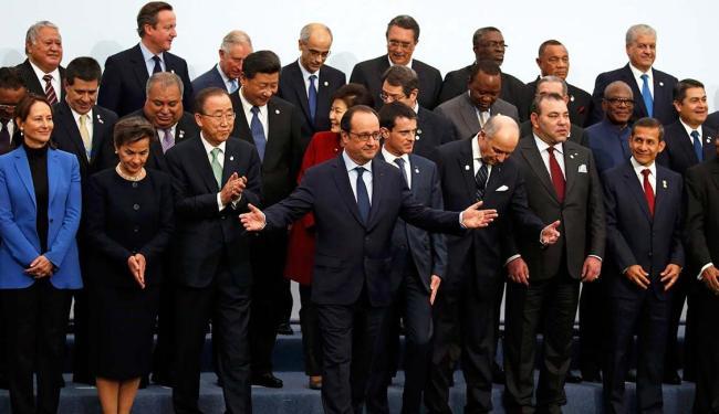 Dezenas de líderes foram a Paris para discutir as ameaças do aquecimento global - Foto: Jacky Naegelen   Agência Reuters
