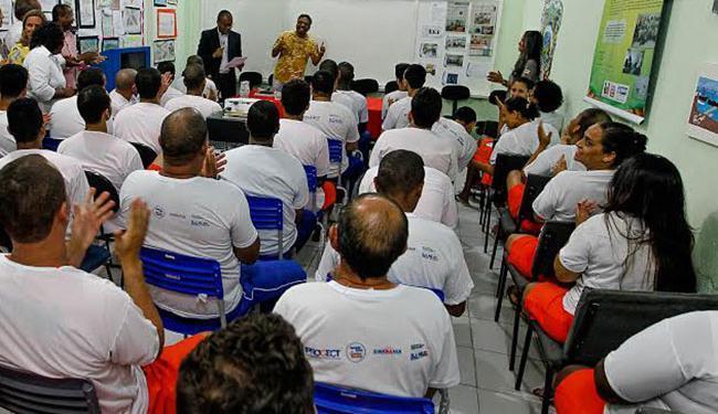 Neste sábado, 7, os internos do Complexo Penitenciário da Mata Escura participaram de um aulão - Foto: Carol Garcia | GOVBa