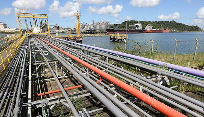 Portos privados para uso pelas indústrias estão entre as áreas de interesse - Foto: Carlos Casaes l Ag. A TARDE l 18.06.2015