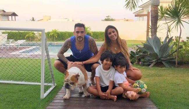 Aproveitando, o meia argentino só acordou no início da tarde para curtir com a família - Foto: Arquivo Pessoal