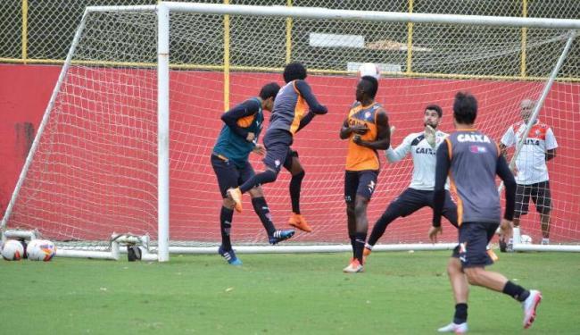 Os jogadores fizeram um 'rachão' no gramado do Barradas - Foto: Francisco Galvão   E.C. Vitória