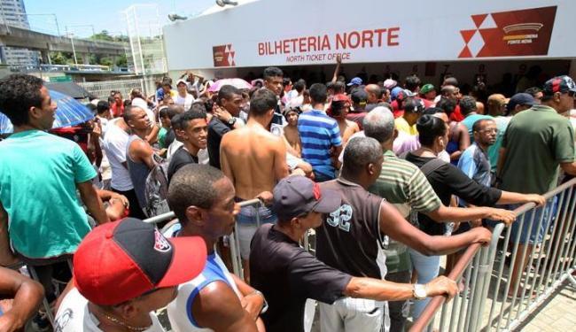 Procura por ingressos provocou grandes filas na Fonte Nova - Foto: Marco Aurélio Martins | Ag. A TARDE