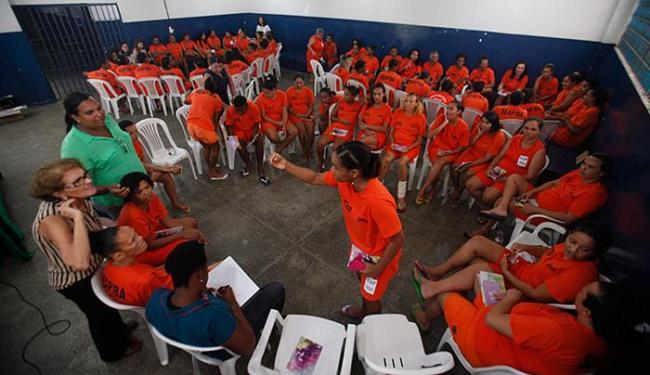 Ao todo, 100 detentas do Conjunto Penal Feminino de Mata Escura participaram do encontro - Foto: Raul Spinassé l Ag. A TARDE