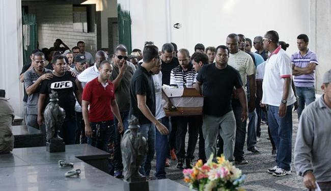 Corpo foi sepultado no Campo Santo - Foto: Margarida Neide   Ag. A TARDE