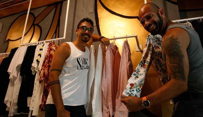 Eduardo Scaldaferri e Rodrigo Almeida montaram a Srs. Dôru, um espaço para estilistas - Foto: Fernando Amorim | Ag. A TARDE