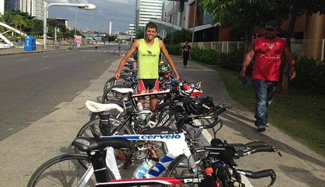 Felipe Quirino acrescentou bicicletas ao seu amor pela natação - Foto: Aurélio Lima l Ag. A TARDE