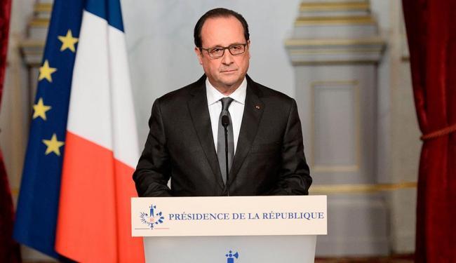 Em coletiva na sexta-feira, François Hollande havia dito que fronteiras seriam fechadas - Foto: Agência Reuters
