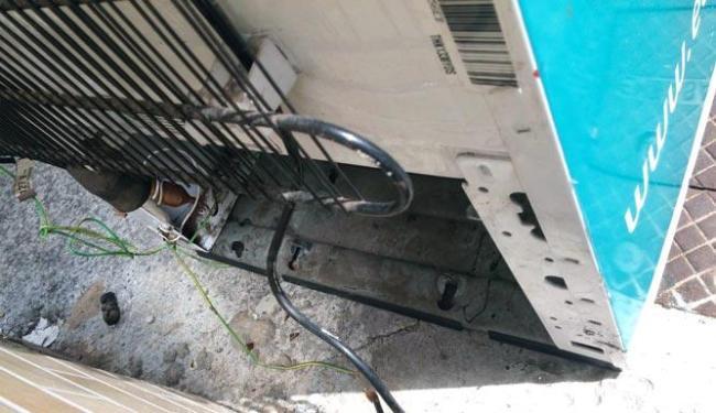 O motor da geladeira foi levado na madrugada desta segunda-feira - Foto: Reprodução | Zé Pimenta