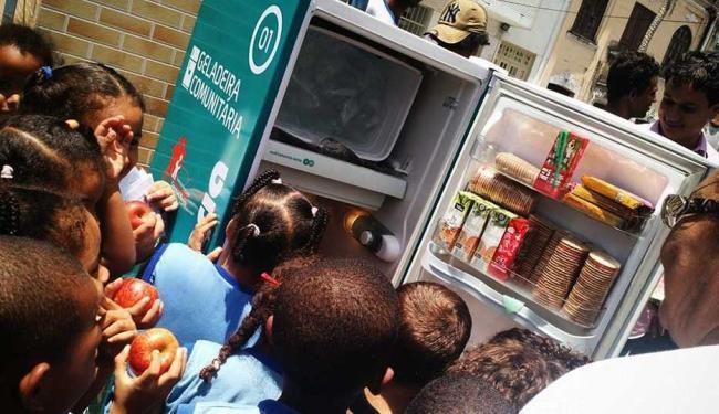 Geladeira foi instalada em Nazaré na terça-feira, 10 - Foto: Reprodução | Facebook