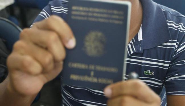 A taxa de desemprego medida pela Pnad Contínua deve atingir dois dígitos em 2016 - Foto: Lúcio Távora | Arquivo | Ag. A TARDE