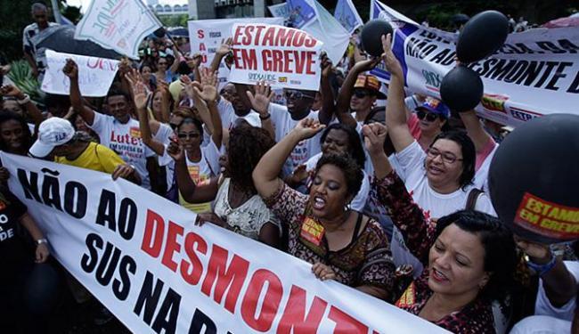 Além de aumento acima da inflação, sindicatos querem URV negociada - Foto: Raul Spinassé | Ag. A TARDE