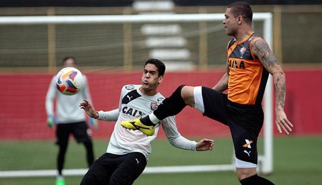 Com a suspensão de Kanu, o zagueiro Guilherme Mattis (D) volta ao time titular - Foto: Raul Spinassé l Ag. A TARDE