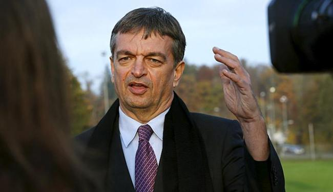 Candidato a presidente Champagne quer Fifa mais humilde - Foto: Denis Balibouse l Reuters