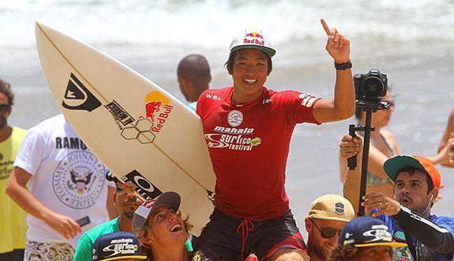 Igarashi é carregado após conquistar o campeonato - Foto: Daniel Smorigo l Divulgação